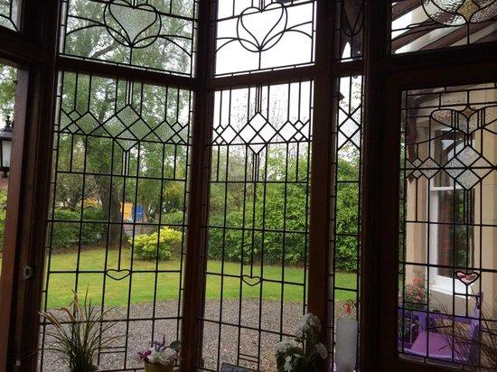 Chrialdon House: Glassed-in foyer.