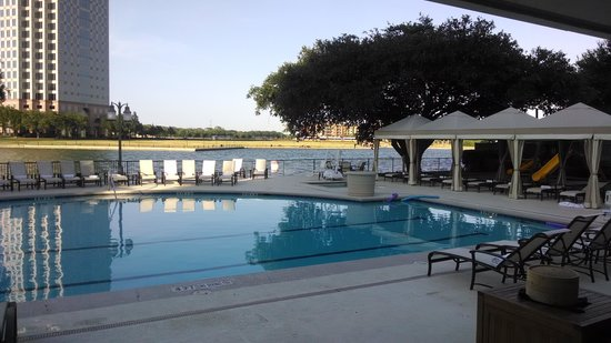 Omni Mandalay Hotel at Las Colinas: Pool Area