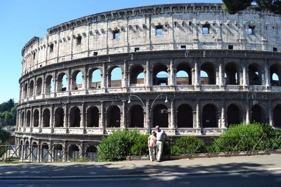 Best Tour Of Italy: Adding perspective to the Coliseum
