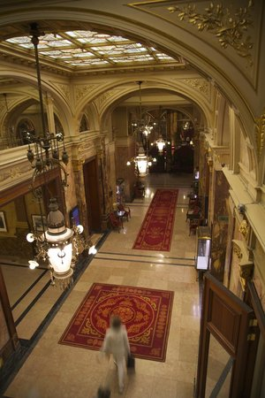 Hotel Metropole : Foyer from the stairs