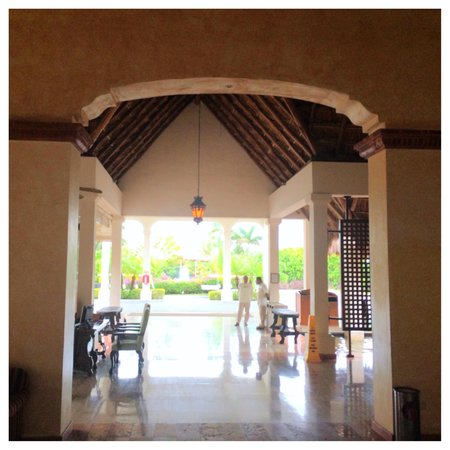 Now Sapphire Riviera Cancun : Grand lobby