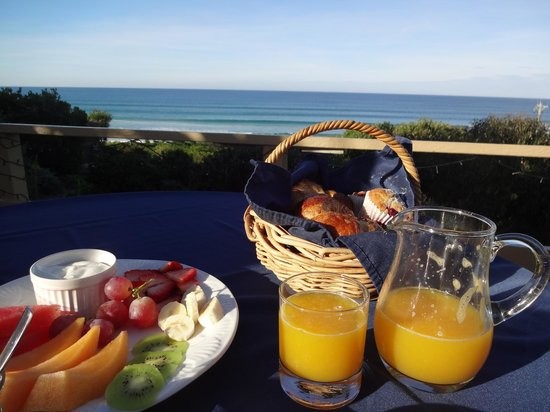 Lorneview Bed & Breakfast: At the breakfast table