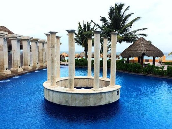 Now Sapphire Riviera Cancun: Pool cove