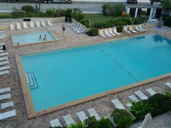 BEST WESTERN Aku Tiki Inn : huge pool