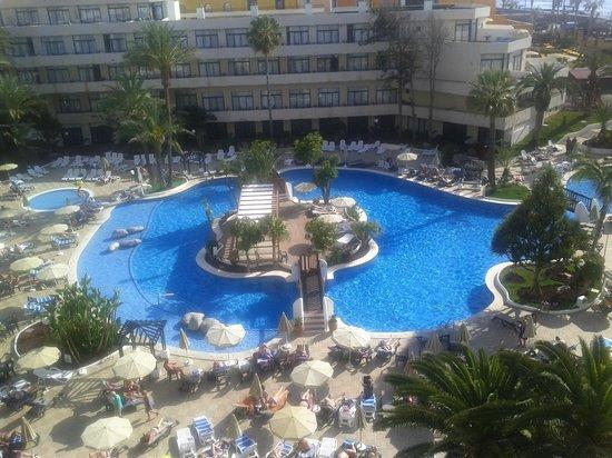 H10 Conquistador: vue piscine