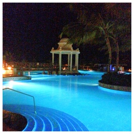 Now Sapphire Riviera Cancun: You can't swim here.. at night