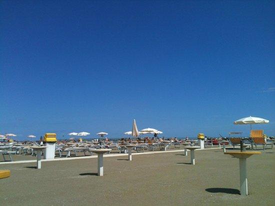 Hotel Excelsior: la spiaggia il 31 maggio