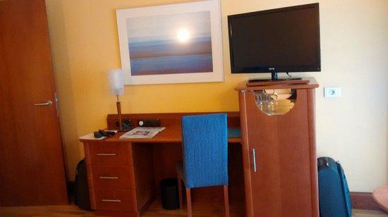 Hotel Reina Isabel: ESCRITORIO