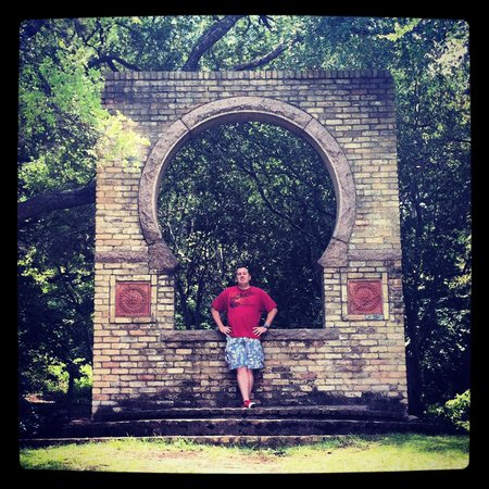 Zilker Botanical Garden: Keyhole architectural wall near the Rose Garden.