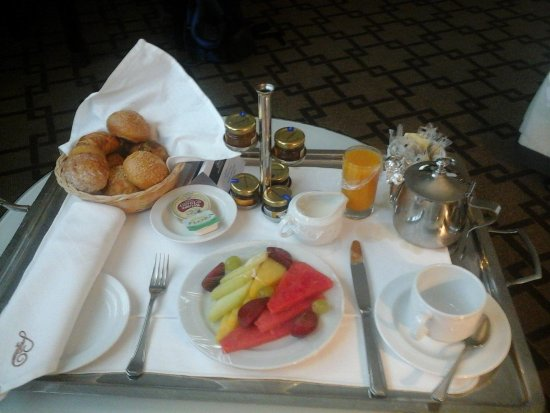 Hilton Cairo Heliopolis: excellent rom service, continental breakfast