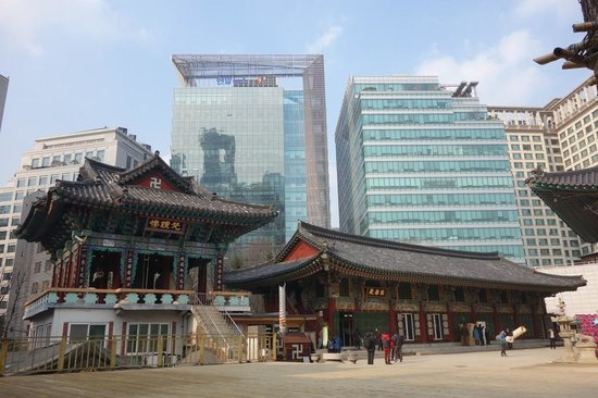 Jogyesa Temple: Temple buildings nestled in Modern Highrises