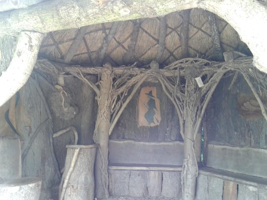 Hestercombe Gardens: The witches shelter