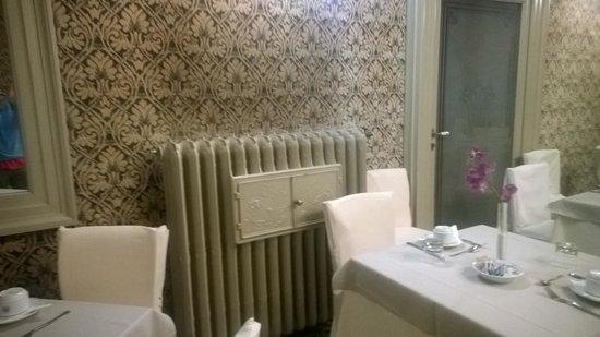 Hotel Aquila Bianca: calorifero con scaldavivande!