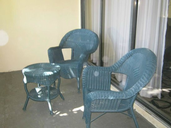 Boca Raton Plaza Hotel and Suites: Patio off the room