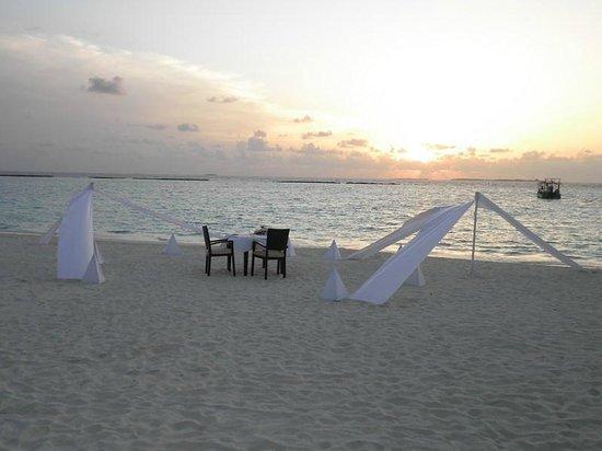 The Sun Siyam Iru Fushi Maldives : Романтический ужин на пляже (Private Dining on the beach)