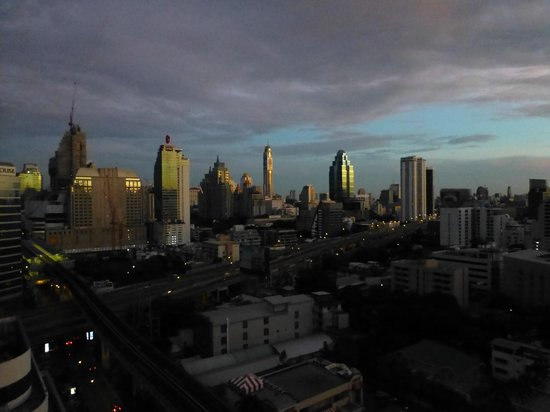 JW Marriott Hotel Bangkok: Sunrise - view from the room
