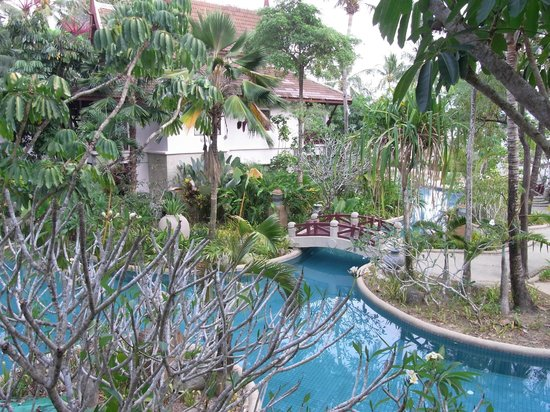 Thavorn Beach Village Resort & Spa : вид на бассейн