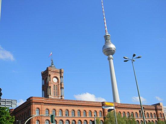 Novotel Berlin Mitte: 100 metri