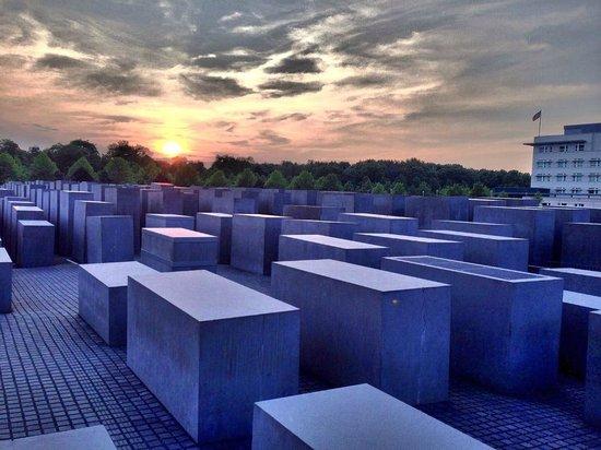 Novotel Berlin Mitte : monumento alla memoria .. con il taxi dall'albergo
