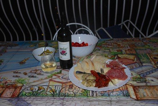 Villa Fiorentino: Antipasti plate, wine and fresh strawberries from local market