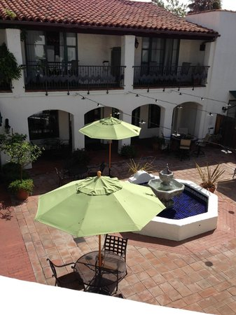 Spanish Garden Inn : Interior Courtyard Patio