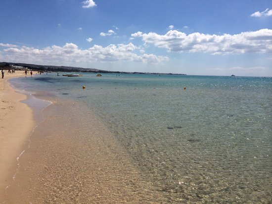 Hammamet Beach : Long sandy beaches.... Lovely to walk from hammamet to Yasmin hammamet ... About 2 hours.