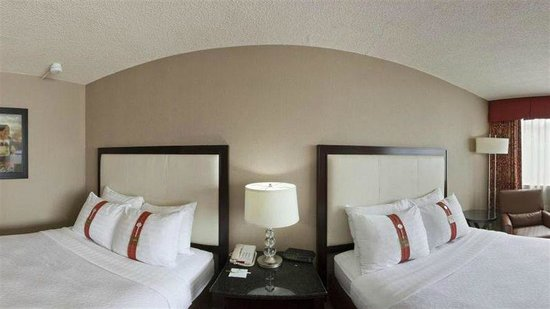 Holiday Inn Hotel & Suites Boston-Peabody: two beds room