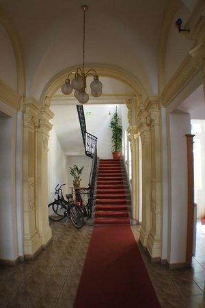 Peregrinus ELTE Hotel : LE HALL