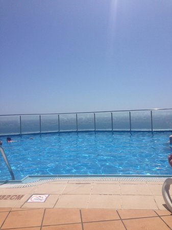 Gloria Palace Amadores Thalasso & Hotel: View from top pool