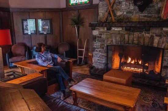 Deer Lodge: The sitting room