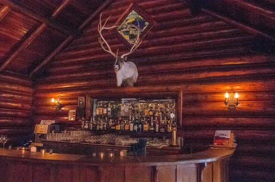 Deer Lodge: The bar in the restaurant
