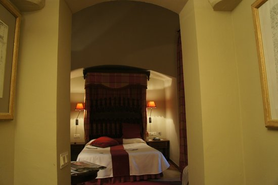Parador de Zafra: the turret room
