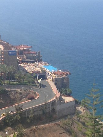 Gloria Palace Amadores Thalasso & Hotel: View of hotel from hill walk behind hotel