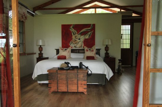 Makakatana Bay Lodge: our room