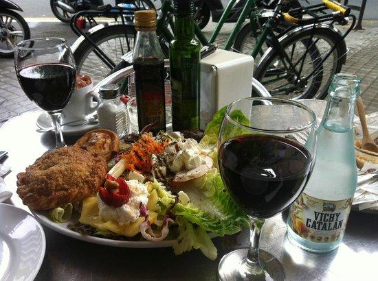 Green Bikes Barcelona : Lunch at Rekon. Bikes got us there. Bikes got us to Primavera Sound Fest.
