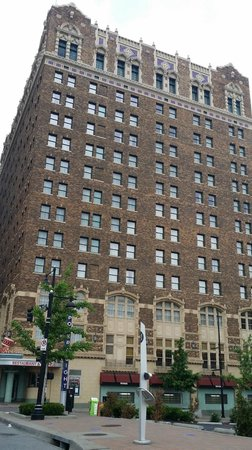 Hilton President Kansas City: Building