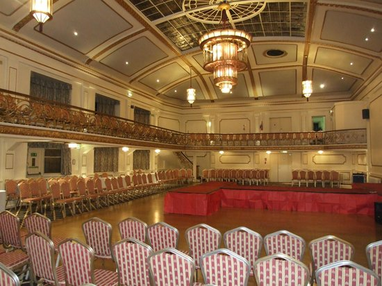 Britannia Prince of Wales - Southport : Ballroom showing light and sprung dance floor