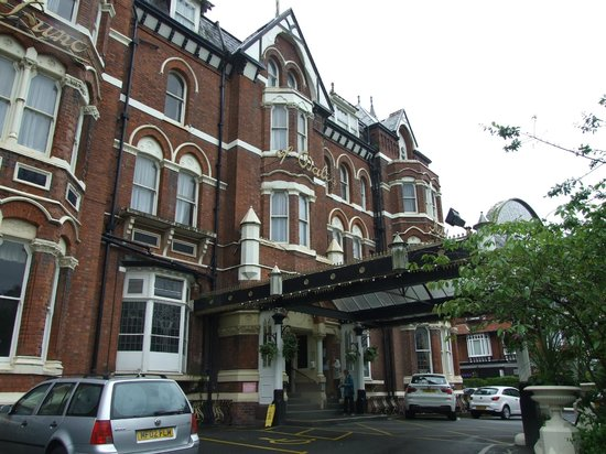 Britannia Prince of Wales - Southport: Hotel showing canopy