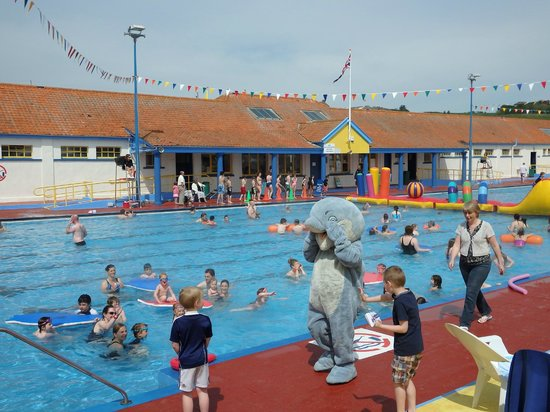 Stonehaven Open Air Swimming Pool: Splasher & friends, opening day 2014