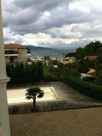 Corfu Mare Boutique Hotel: Вид с балкона на море и яхты