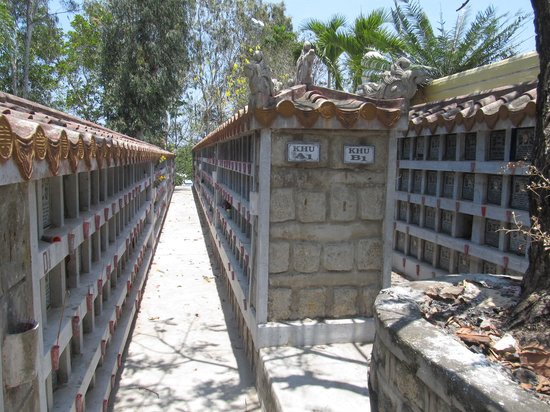 Long Son Pagoda : Final resting places