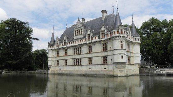 Château d'Azay-le-Rideau : vue d'ensemble du chateau