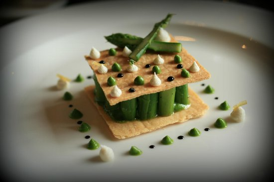 Castle Terrace Restaurant: Asparagus with goat cheese and aged balsamic