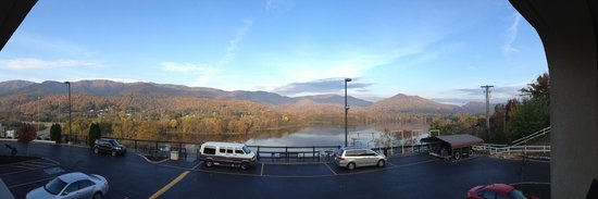 Hampton Inn Caryville - I-75 / Cove Lake State Park: Panoramic View From Our Balcony Room