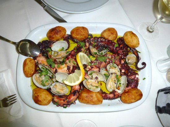 Restaurante Dom Lourenco: Polvo grelhado com Batatas (frisch)