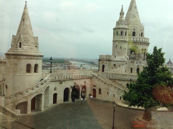 Hilton Budapest: Fisherman's bastion and view to Danube River - day time