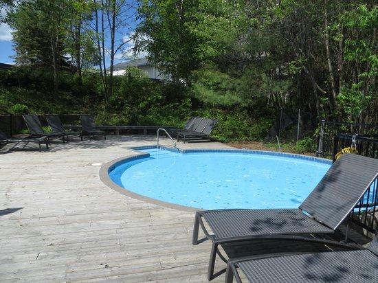 Kids pool picture of taboo muskoka resort gravenhurst for Pool show mississauga