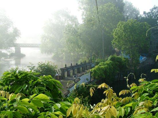 Le Moulin de Saint Jean: Brume au lever du soleil sur l'INDRE