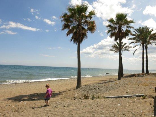 Kempinski Hotel Bahía: Beach right by hotel.. be warned it is very stoney !