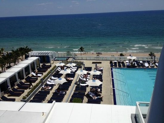 W Fort Lauderdale: aerial view of pool/lounge from balcony